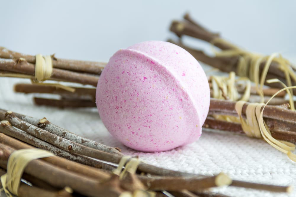 How to make your very own Christmas bath bombs