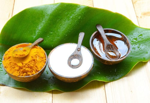 Face Mask with turmeric powder yogurt and honey for skin health