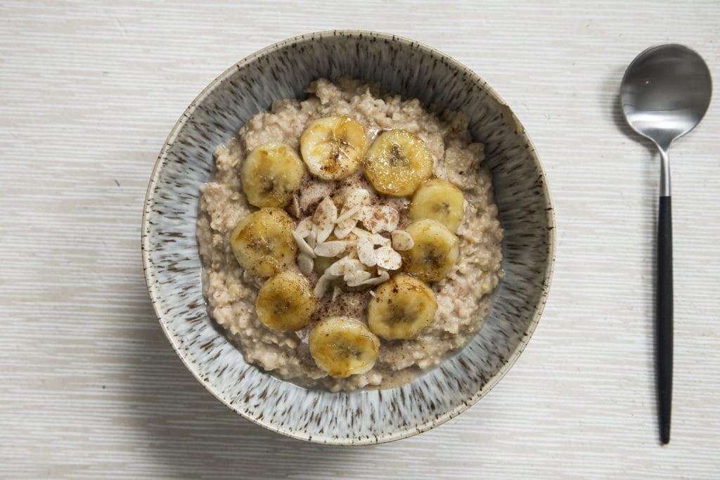 Peanut butter porridge with banana slices