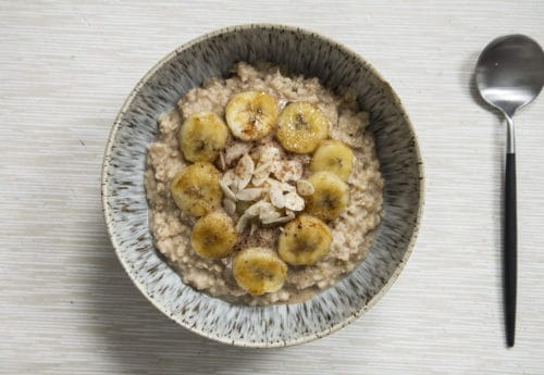 Peanut butter porridge with caramelised banana slices