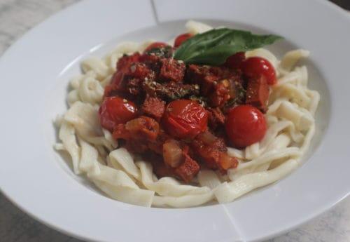 Vegan chorizo, tomato & basil pasta