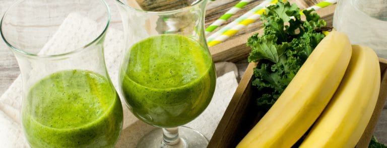 Aloe vera, kale and blueberry skin super-smoothie