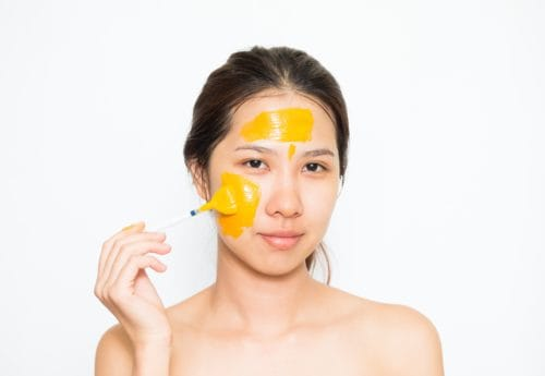 Get your glow on! Easy turmeric facemask