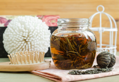How to make a tea hair rinse + the benefits