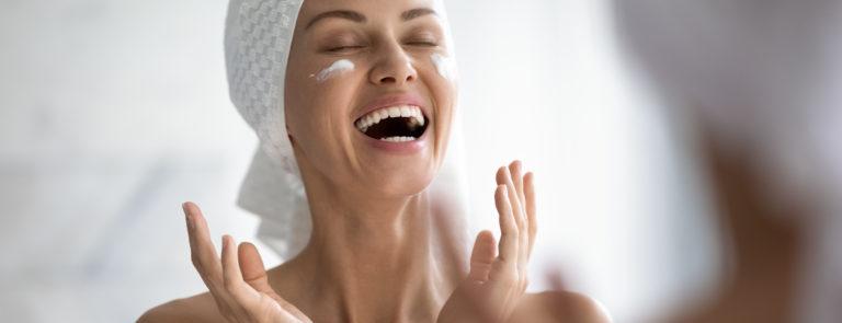 woman applying vitamin C moisturisers