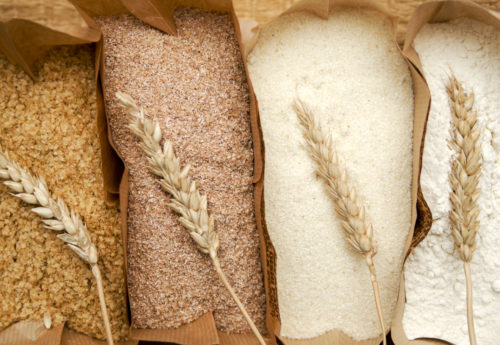 Which foods contain gluten and what are their gluten-free alternatives?