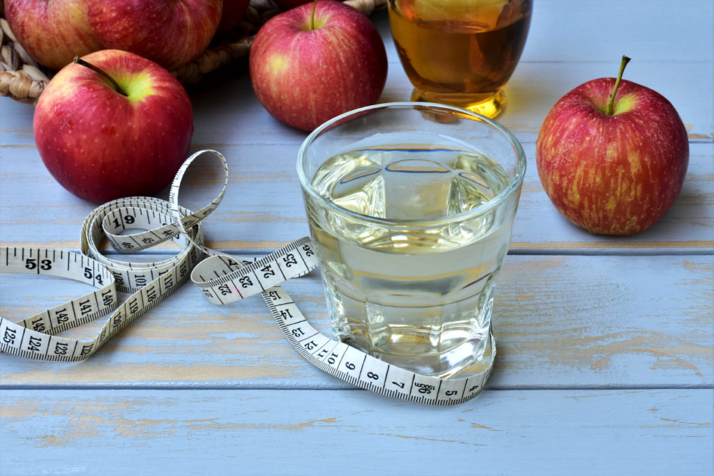 How apple cider vinegar helps you lose weight