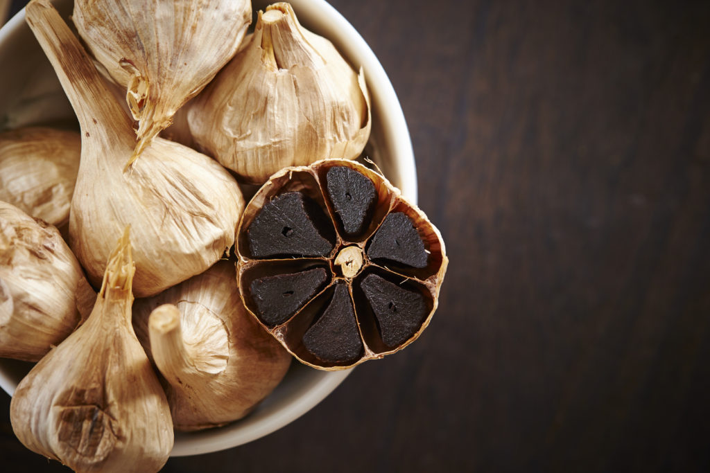 Black garlic: benefits and supplements